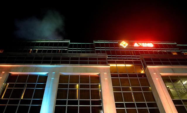 <p>A picture taken on June 2, 2017 shows smoke coming out the roof of the Resorts World Hotel in Manila following an assault. / (Photo: Noel Celis/AFP/Getty Images) </p>