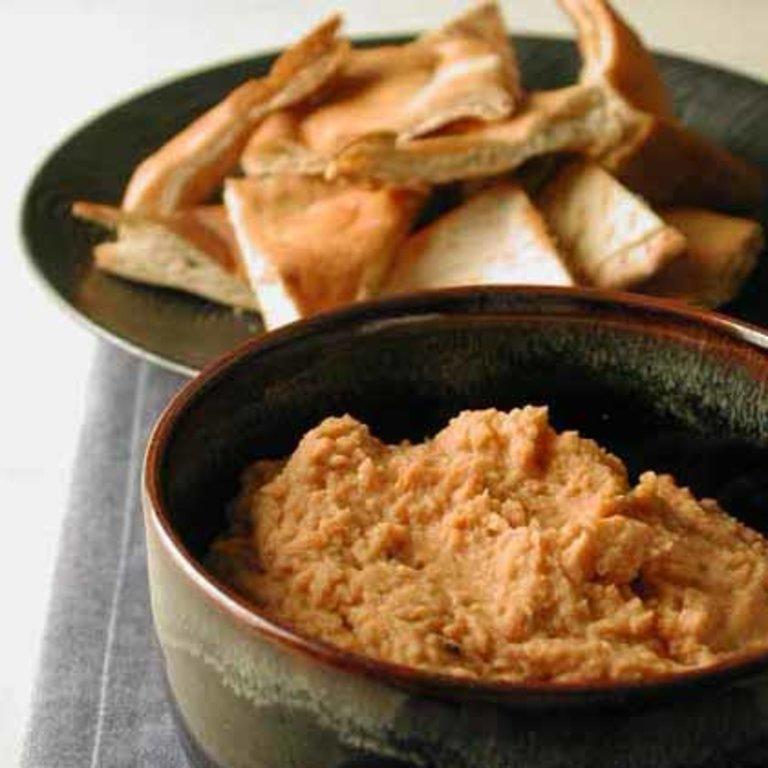 "Get the party started with easy 5-ingredient appetizers, such as a homemade hummus dip. This flavorful appetizer recipe skips the tahini (an ingredient commonly used in hummus) and combines chickpeas, garlic, and sun-dried tomatoes. <a rel=""nofollow"" href=""http://www.myrecipes.com/recipe/garlic-sun-dried-tomato-hummus"">Garlic and Sun-Dried Tomato Hummus</a>"