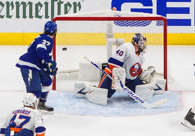 Kucherov scores late; Lightning take 2-0 lead over Islanders