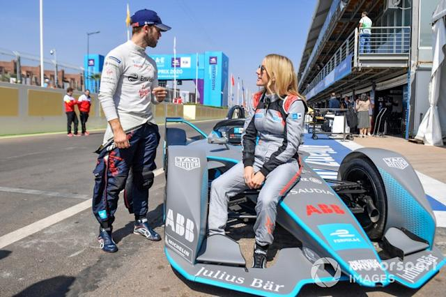 "Cantante Ellie Goulding con Sam Bird, Virgin Racing <span class=""copyright"">Simon Galloway / Motorsport Images</span>"