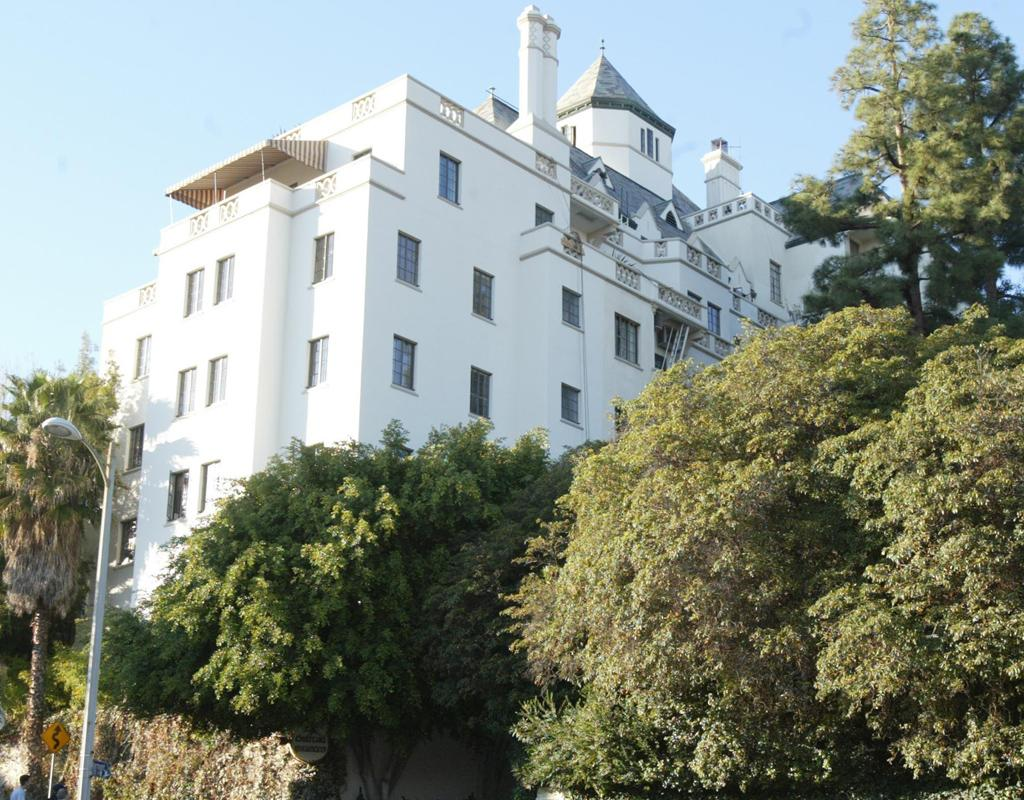 LOS ANGELES, CA - JANUARY 23: The Chateau Marmont Hotel where acclaimed fashion photographer Helmut Newton died Friday after his car sped out of control from the driveway and crashed into a wall on January 23 12 2003, Hollywood, California. (Photo by Frazer Harrison/Getty Images)