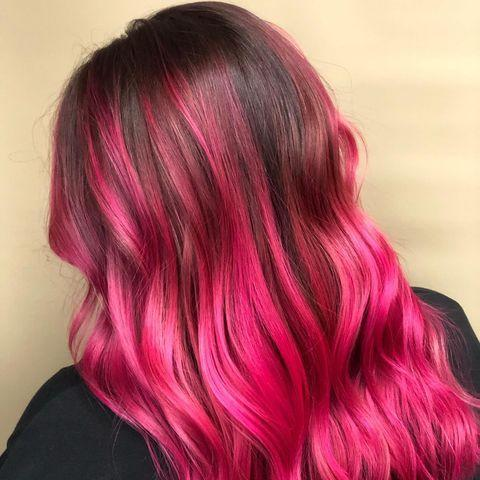 "<p>Capelli castani con balayage fucsia.</p><p><a href=""https://www.instagram.com/p/CNWarP6HxG8/"" rel=""nofollow noopener"" target=""_blank"" data-ylk=""slk:See the original post on Instagram"" class=""link rapid-noclick-resp"">See the original post on Instagram</a></p>"