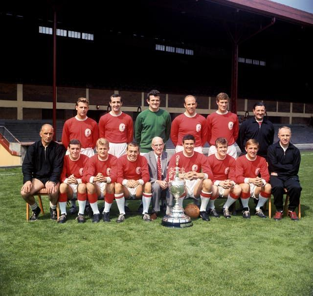 Under manager Bill Shankly, Hunt won two league titles, in 1964 and 1966