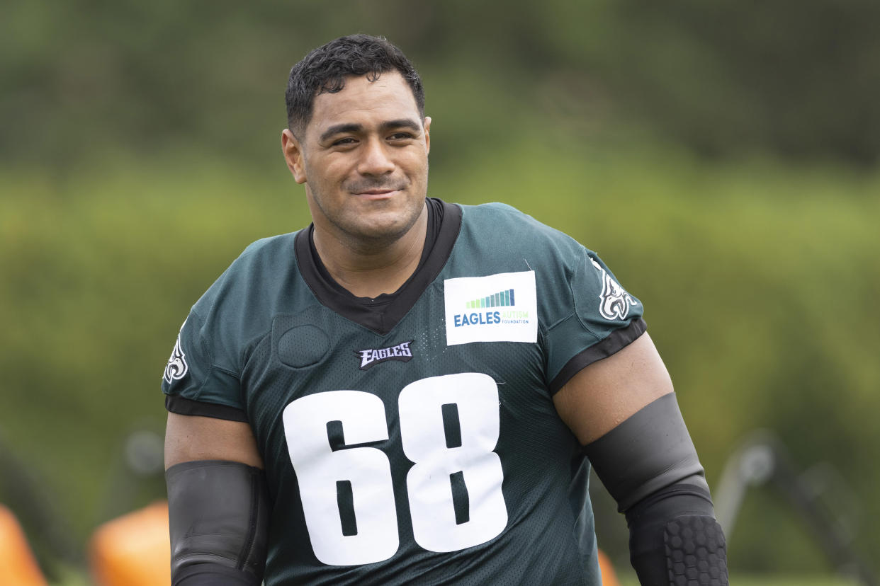 Jordan Mailata with the Eagles.