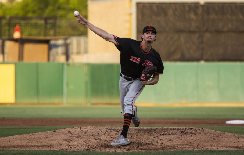 Why Giants pitcher prospect Sean Hjelle stood out to Ryan Vogelsong