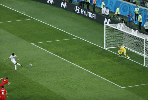 Tunisia's Ferjani Sassi, left, scores with a penalty against England goalkeeper Jordan Pickford during the group G match between Tunisia and England at the 2018 soccer World Cup in the Volgograd Arena in Volgograd, Russia, Monday, June 18, 2018. (AP Photo/Rebecca Blackwell)