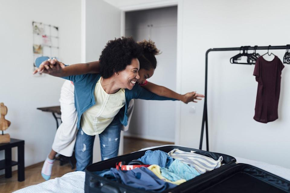 An image of a mom packing with her daughter.