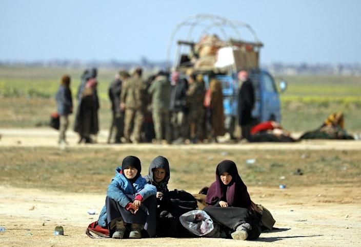 At least 300 women and children, mostly Iraqi, had slept amid the desert scrubs after escaping the Islamic State group's final redoubt of Baghouz in eastern Syria (AFP Photo/Delil souleiman)