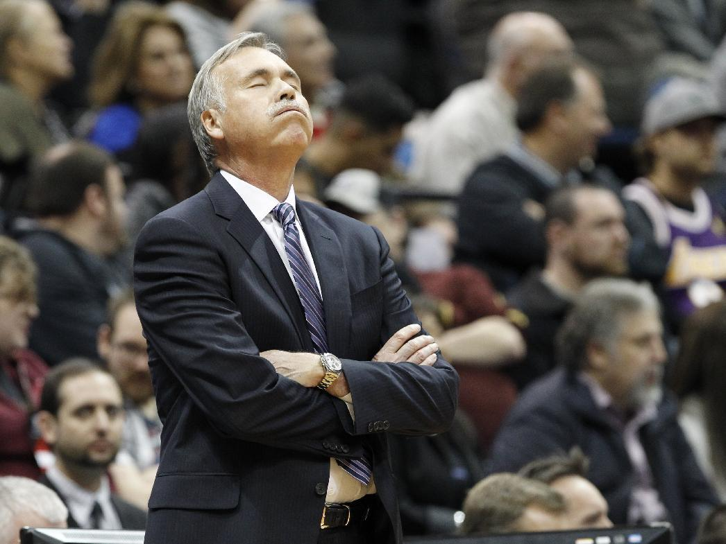 Los Angeles Lakers head coach Mike D'Antoni reacts to a call during the first quarter of an NBA basketball game against the Minnesota Timberwolves in Minneapolis, Friday, March 28, 2014. (AP Photo/Ann Heisenfelt)