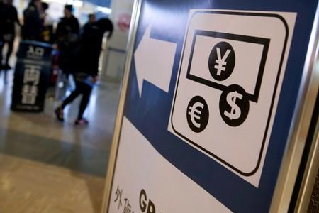 Yen, Swiss franc fall on hopes of global stimulus measures