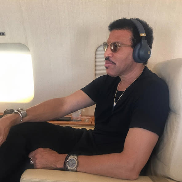 """<p>Listening to some cool tunes in the air is easy with the right accessories. Just ask Lionel Richie, who shouted out his old pal, music mogel Quincy Jones, for his stellar brand. """"<span>Congrats to my brother @quincydjones. I'm loving your headphones."""" (Photo: <a href=""""https://www.instagram.com/p/BV_tvtbg93P/"""" rel=""""nofollow noopener"""" target=""""_blank"""" data-ylk=""""slk:Lionel Richie via Instagram"""" class=""""link rapid-noclick-resp"""">Lionel Richie via Instagram</a>)</span> </p>"""
