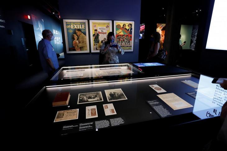 Guests walk through an exhibit during a media preview ahead of the opening of the Academy Museum of Motion Pictures in Los Angeles, California, U.S., September 21, 2021. (REUTERS/MARIO ANZUONI)