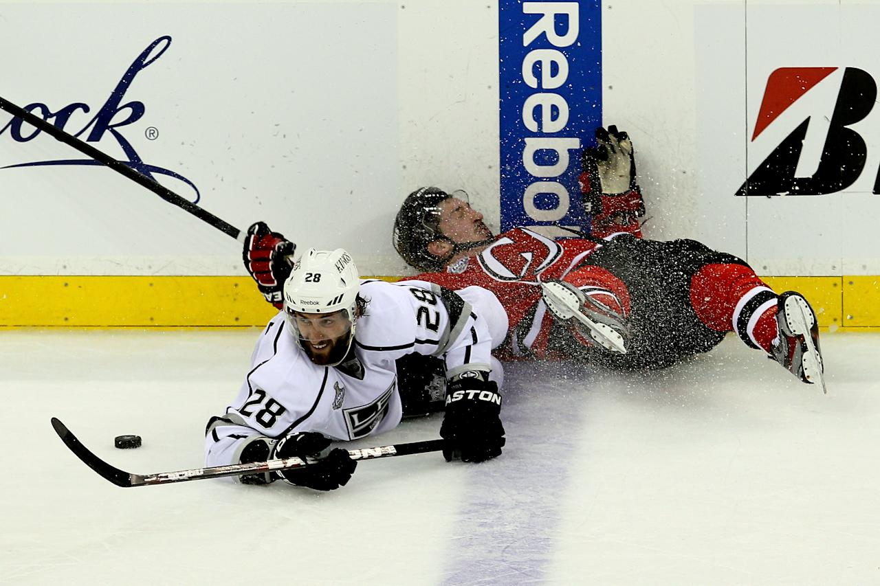 NEWARK, NJ - MAY 30: Jarret Stoll #28 of the Los Angeles Kings and Ryan Carter #20 of the New Jersey Devils fight for a loose puck during Game One of the 2012 NHL Stanley Cup Final at the Prudential Center on May 30, 2012 in Newark, New Jersey.  (Photo by Jim McIsaac/Getty Images)
