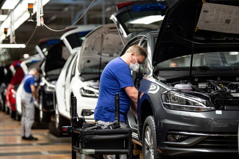 German ministry proposes €5 billion car bonus scheme - sources