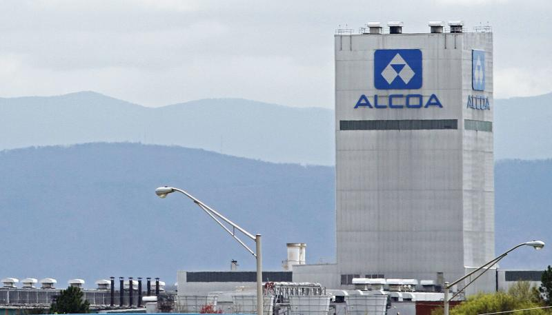 An Alcoa aluminum plant in Alcoa, Tennessee, U.S. is seen in this April 8, 2014 file photo REUTERS/Wade Payne/File Photo