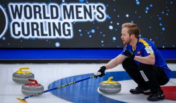 Sweden skip Niklas Edin, shown in this April 6 file photo, will be back in action at the men's world curling championships playoffs in Calgary following the tournament halting play for COVID-19 testing. (The Canadian Press - image credit)