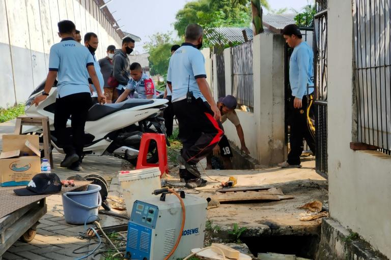 Chinese death-row inmate digs tunnel to escape Indonesian jail