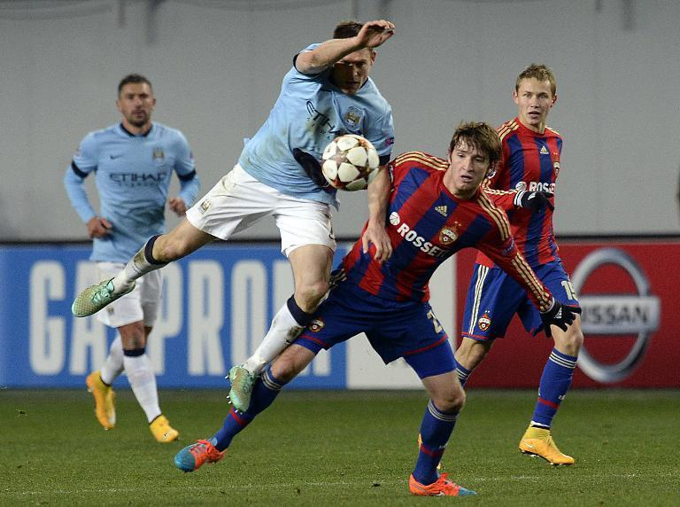 Manchester City's James Milner (L) challenges CSKA Moscow's Mario Fernandes during the UEFA Champions League match at the Khimki Arena in Moscow on October 21, 2014 (AFP Photo/Yuri Kadobnov)