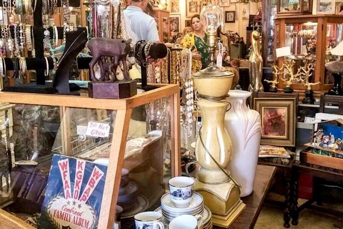 <p>Photo: JunkerVals Antiques & Vintage/<span>Yelp</span></p>