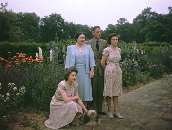 <p>This year, King George VI addresses the United Nations at their first assembly. Here, he takes a moment with his family.</p>