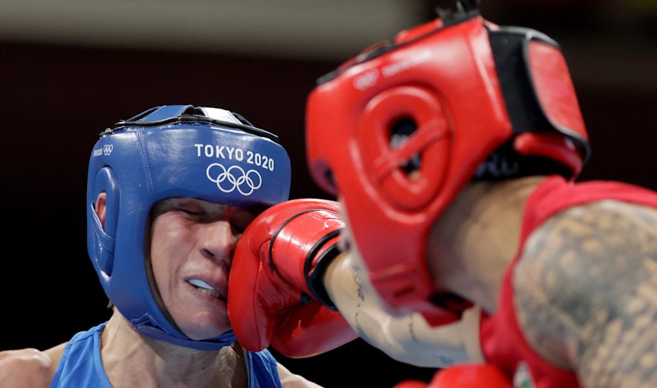 <p>Beatriz Ferreira (red) of Team Brazil exchanges punches with Mira Marjut Johanna Potkonen of Team Finland during the Women's Light (57-60kg) semi final on day thirteen of the Tokyo 2020 Olympic Games at Kokugikan Arena on August 05, 2021 in Tokyo, Japan. (Photo by Ueslei Marcelino - Pool/Getty Images)</p>