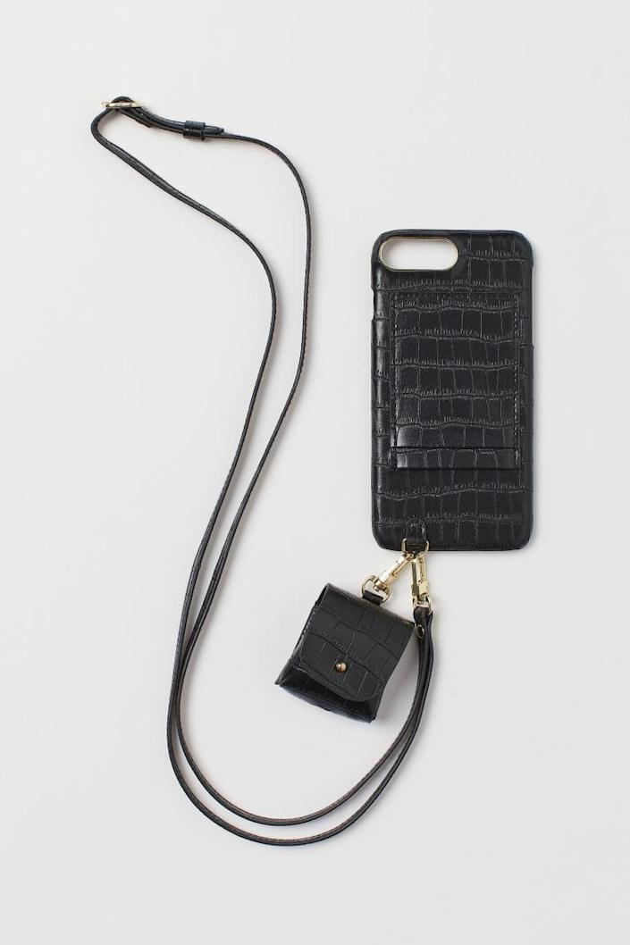 <p>The <span>H&amp;M iPhone Case and Headphone Case</span> ($18) will be so useful.</p>