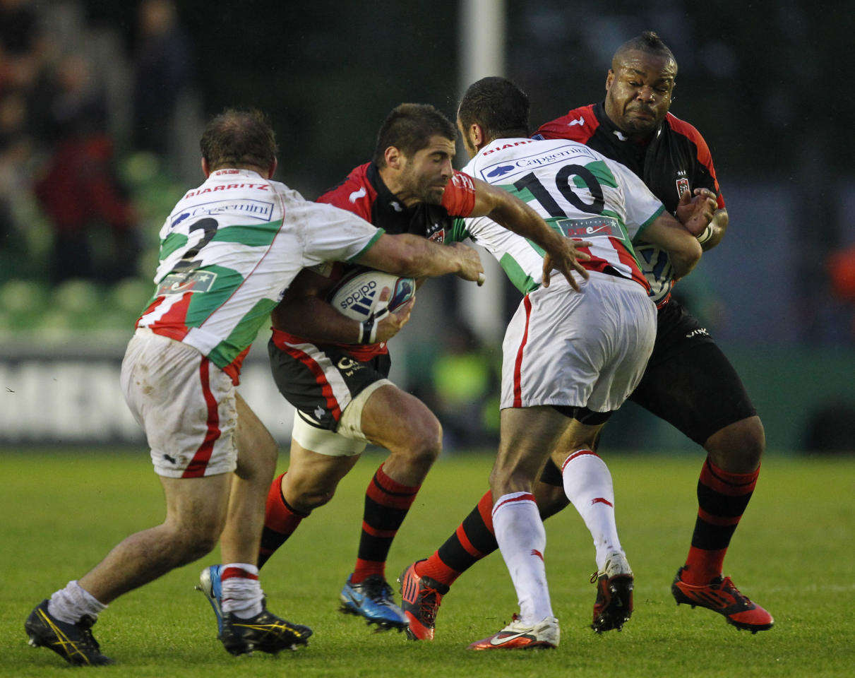 Toulon's Sebastien Tillous-Borde (2nd L) runs with the ball during the European Challenge Cup Final Rugby Union match between Toulon and Biarritz at Twickenham Stoop in Twickenham, England, on May 18, 2012. AFP PHOTO / IAN KINGTONIAN KINGTON/AFP/GettyImages