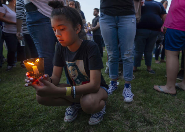 London Delgado at a vigil held in the wake of a deadly school shooting at Santa Fe High School on May 18, in Galveston, Texas. (Photo: Stuart Villanueva/the Galveston County Daily News via AP)