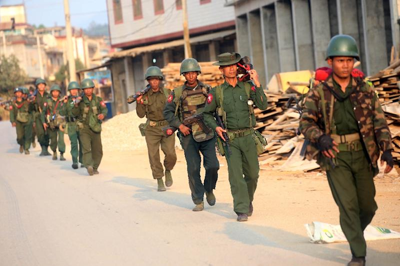 Myanmar soldiers patrol in Laukkai, the main city in the Kokang region of northern Myanmar Shan state, on February 16, 2015 (AFP Photo/)