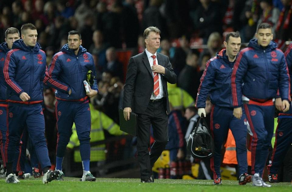 Manchester United manager Louis van Gaal leaves the pitch after the Premier League match against Norwich City at Old Trafford on December 19, 2015 (AFP Photo/Oli Scarff)