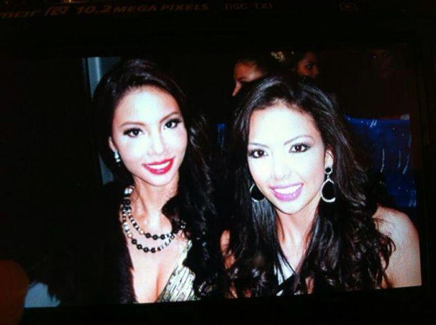 Lynn Tan poses with Miss Nicaragua. (Photo courtesy of Miss Universe Singapore Facebook page)