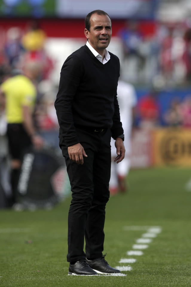 FC Dallas head coach Oscar Pareja watches play against the Portland Timbers in the second half of an MLS soccer match in Frisco, Texas, Saturday, March 24, 2018. (AP Photo/Tony Gutierrez)