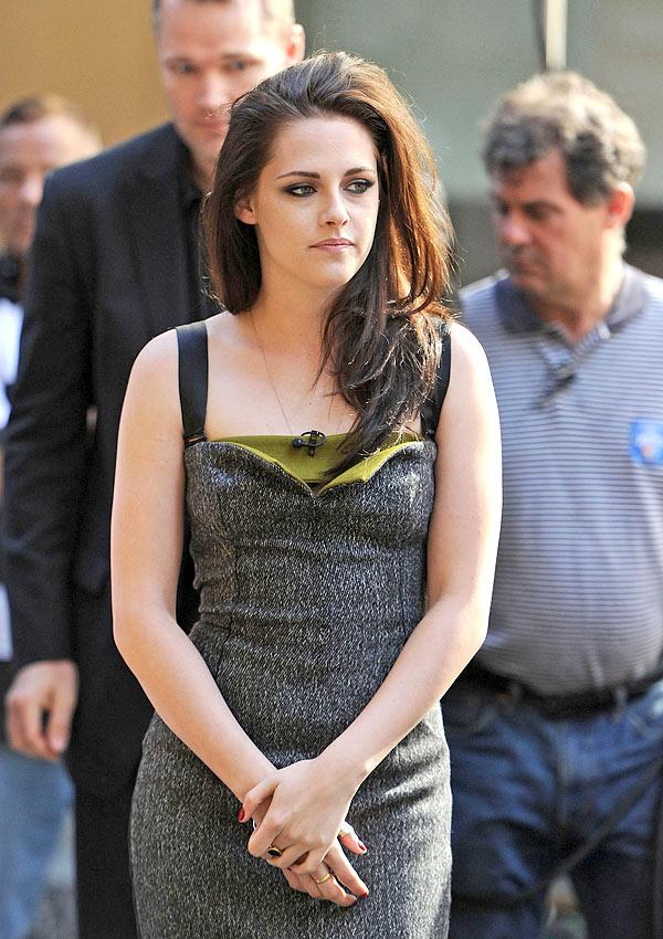 Kristen Stewart Apologizes To Robert Pattinson For Cheating — Statement