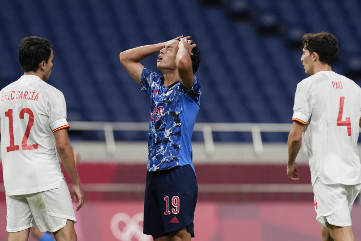Japan's Daichi Hayashi reacts after missing a chance to score against Spain in a men's semifinal soccer match at the 2020 Summer Olympics, Tuesday, Aug. 3, 2021, in Saitama, Japon. (AP Photo/Martin Mejia)