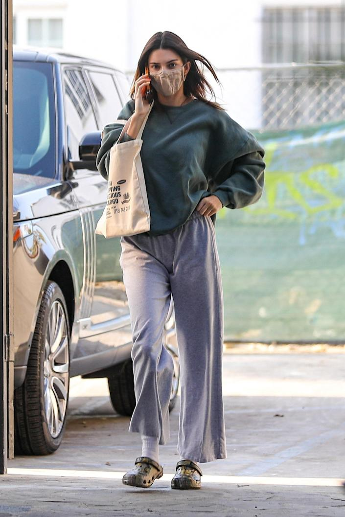 """<h1 class=""""title""""><em>EXCLUSIVE</em> Kendall Jenner looks effortlessly cool while out running errands</h1><cite class=""""credit"""">BACKGRID</cite>"""