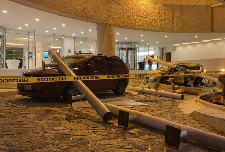 Damaged cars are seen outside a hotel in the Mexican resort city of Acapulco after a 7.1-magnitude earthquake (AFP/FRANCISCO ROBLES)