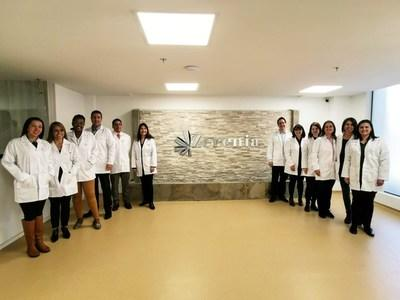 Health professionals at Khirons newly opened Zerenia integrated medical clinic (CNW Group/Khiron Life Sciences Corp.)