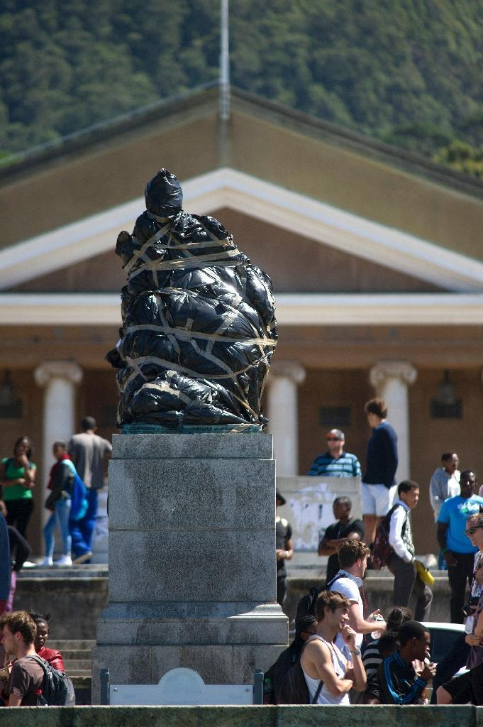A statue of British colonialist Cecil Rhodes is covered in plastic bags as part of a protest by students and staff of the University of Cape Town (UCT) on March 20, 2015 (AFP Photo/Rodger Bosch)