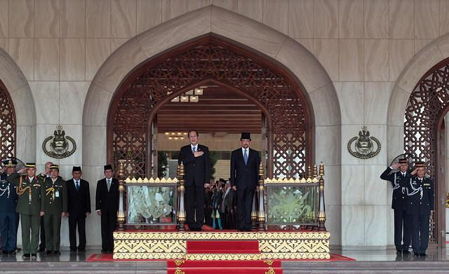 Philippine President Benigno Simeon Aquino III and His Majesty Sultan Haji Hassanal Bolkiah Mu'izzadin, Sultan and Yang Di-Pertuan of Brunei Darussalam, honor the colors at the Royal Dais in Istana Nurul Iman palace grounds during the arrival honors for Aquino on his the two-day State Visit in Brunei.