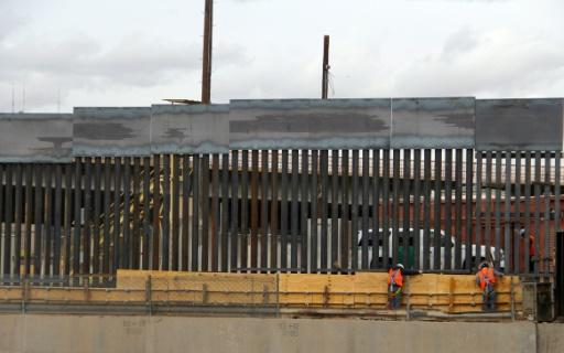 US workers build the border wall between El Paso, Texas, US and Ciudad Juarez, Mexico on February 5, 2019