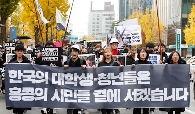 South Korean students show their support for Hong Kong outside the Chinese embassy in Seoul. Photo: EPA