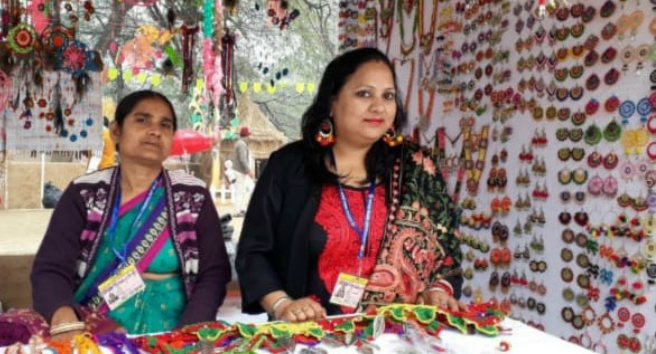 The women working with Bhojpur Mahila Kala Kendra make crochet jewellery and sell it at government-organised fairs and at jewellery stores in various cities in India through an agency in Delhi.