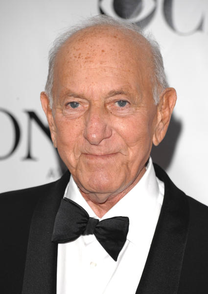 """FILE - In this June 15, 2008 file photo, Jack Klugman arrives at the 62nd annual Tony Awards in New York. Klugman, who made an art of gruffness in TV's """"The Odd Couple"""" and """"Quincy, M.E.,"""" has died at the age of 90. (AP Photo/Peter Kramer, File)"""