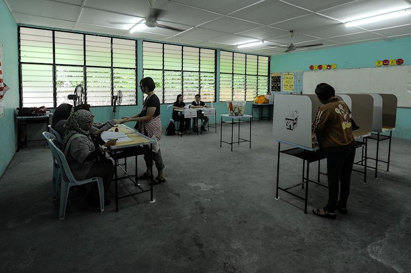 Voters at a polling station at Sekolah Menengah Kebangsaan Perimbun, Cheras during the Balakong by-election September 8, 2018. — Picture by Shafwan Zaidon