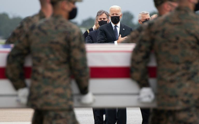 US President Joe Biden (C) attends the dignified transfer of the remains of service members killed during Kabul airport evacuation operatons at Dover Air Force Base in Dover, Delaware, on August, 29, 2021 (AFP/SAUL LOEB)