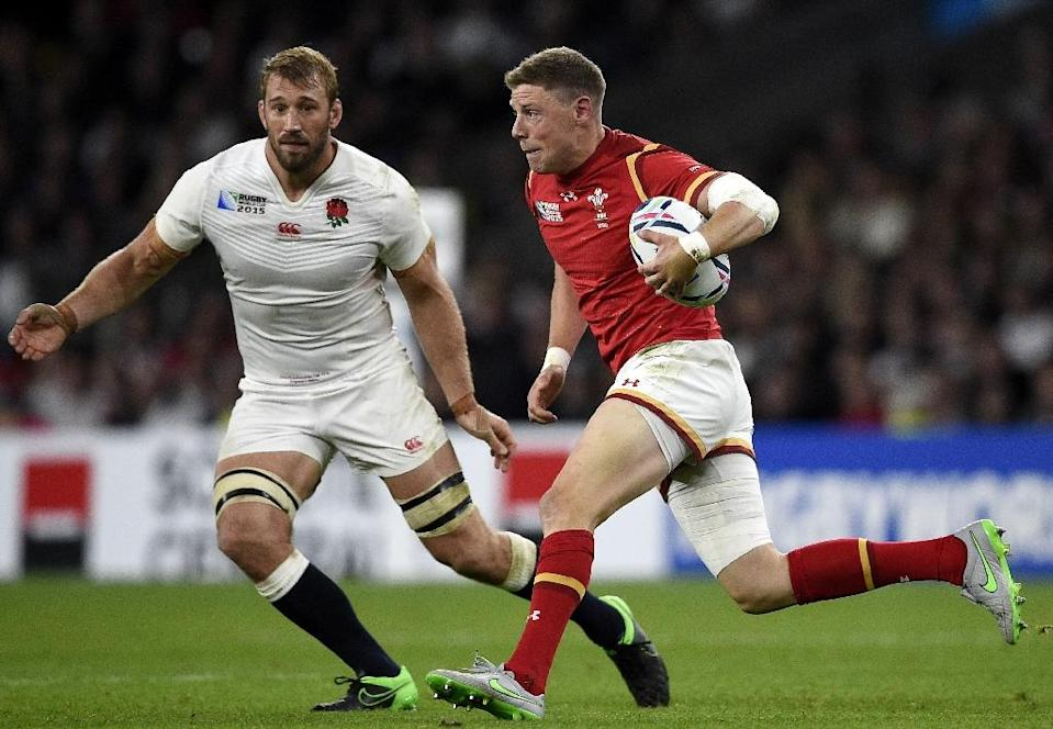Wales' Rhys Priestland (R) and England's captain Chris Robshaw during their Rugby World Cup match at Twickenham on September 26, 2015 (AFP Photo/Franck Fife)