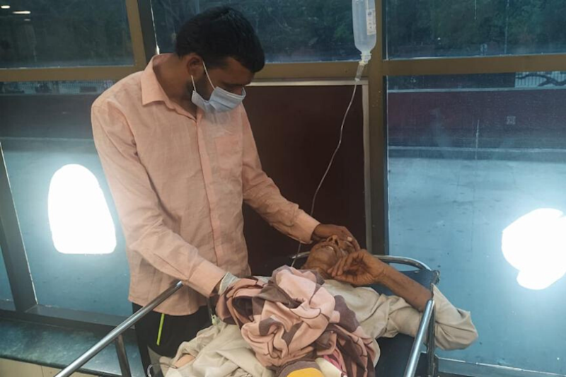 Mumbai Watchman, Forced to Cycle to Rajouri due to Lockdown, Meets His Ailing Father in Chandigarh