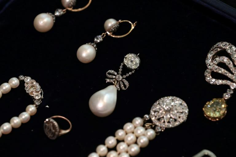 A fine natural pearl and diamond necklace is meanwhile priced at $40,000-70,000, while a double ribbon bow diamond brooch is estimated at $50,000-80,000