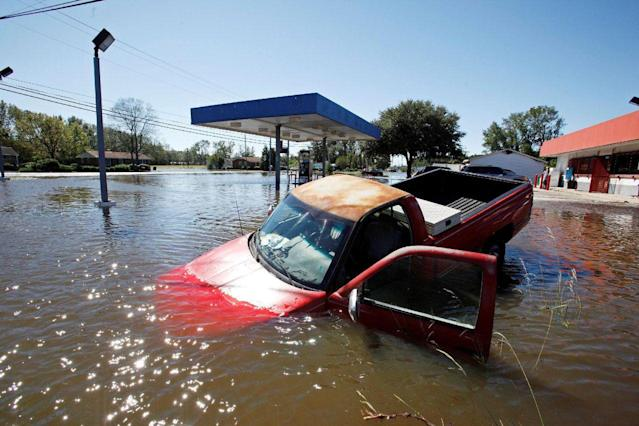 <p>An abandoned truck lies in submerged waters after Hurricane Matthew hit Lumberton, N.C., on Oct. 9, 2016. (Photo: Jonathan Drake/Reuters) </p>