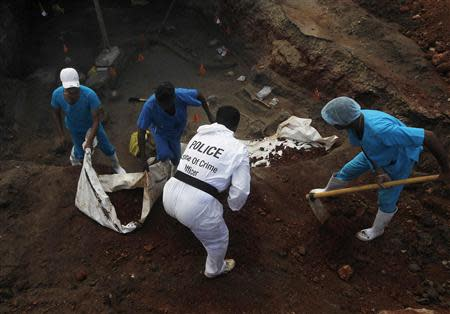 Police officers and doctors dig up skeletons at a construction site in the former war zone in Mannar, about 327 km (203 miles) from the capital Colombo, January 16, 2014. The discovery of a mass grave containing more than 30 skulls in northern Sri Lanka has fuelled speculation that there may be many more like it containing the remains of thousands who went missing during the island nation's nearly three-decade war. REUTERS/Dinuka Liyanawatte